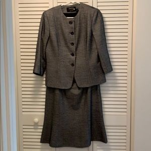 Dana Buchman 2 piece skirt suit navy and white
